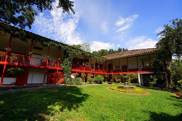 Manizales colombia hacienda valencia package costa rica for Oficinas hacienda valencia